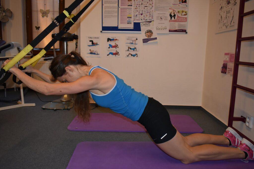 posilování, svaly, nabírání svalů, rýsování, hubnutí, redukce hmotnosti, posilovací stroje, funkční trénink, crossfit, silový trénink, ženy, fitness, TRX, balanční pomůcky